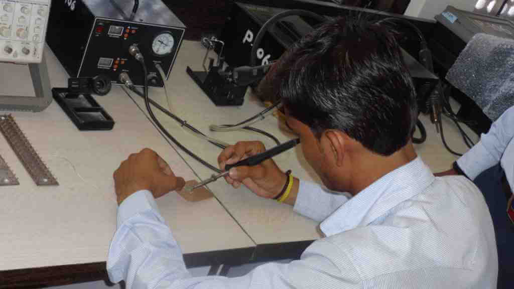 electronic -mechanic (1)