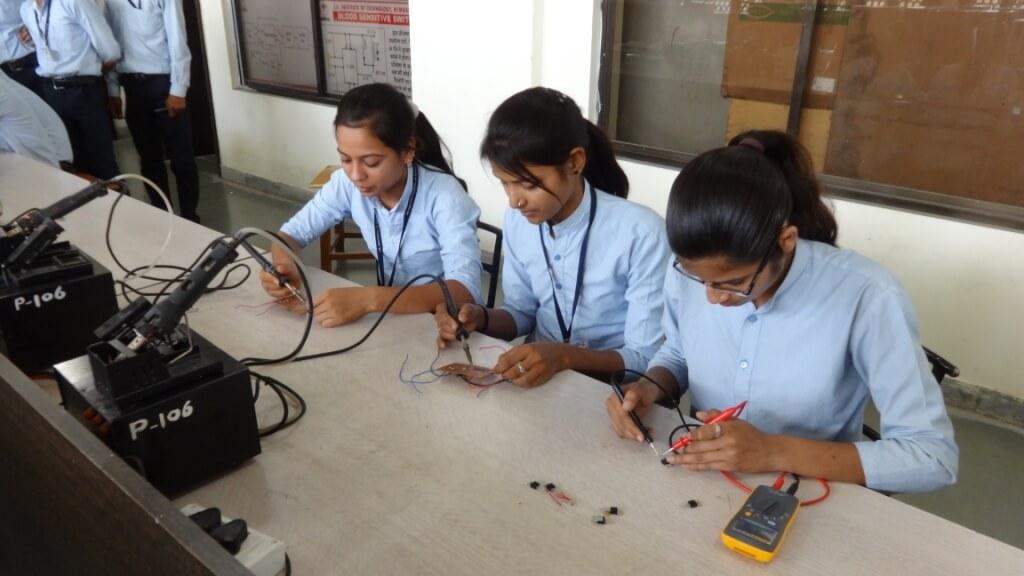 electronic -mechanic (2)